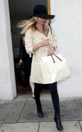 Kate+rainy+day+shopping+spree+GzYSWB_Lag0l
